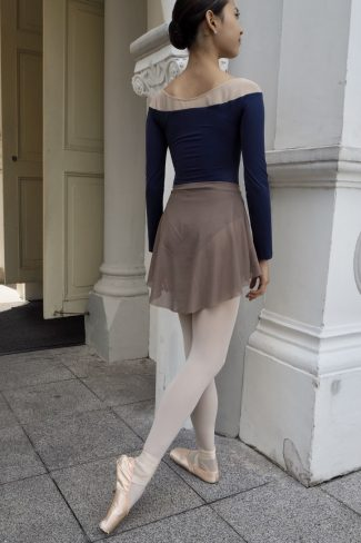 coffee-short-mesh-skirt with epaule-u leotard